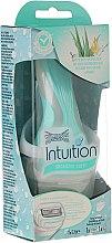 Parfémy, Parfumerie, kosmetika Holicí strojek + 1 náhradní hlavice - Wilkinson Sword Intuition Sensitive Care