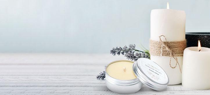 Sleva až 20% na akční přírodní masážní svíčky Almond Cosmetics. Ceny na webu jsou včetně slev