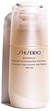 Parfémy, Parfumerie, kosmetika Ochranná emulze proti stárnutí - Shiseido Benefiance Wrinkle Smoothing Day Emulsion SPF 20