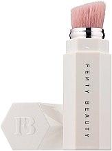 Parfémy, Parfumerie, kosmetika Štětec pro zvýrazňovač - Fenty Beauty Portable Highlighter Brush 140