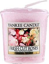 """Parfémy, Parfumerie, kosmetika Aromatická svíčka """"Čerstvé řezané růže"""" - Yankee Candle Scented Votive Fresh Cut Roses"""