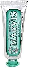 Zubní pasta s příchutí klasické máty - Marvis Classic Strong Mint — foto N2