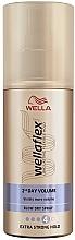 Parfémy, Parfumerie, kosmetika Sprej na styling vlasů, extra sílný - Wella Wellaflex 2nd Day Volume Extra Strong Hold Blow Dry Spray
