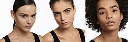 Make-up v houbičce - Yves Saint Laurent Fushion Ink Cushion Foundation SPF 23 — foto N4