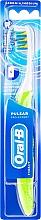 Parfémy, Parfumerie, kosmetika Bateriový zubní kartáček, střední, zelený - Oral-B Pulsar Pro-Expert
