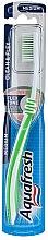Parfémy, Parfumerie, kosmetika Zubní kartáček střední tvrdosti, světle zelený - Aquafresh Clean & Flex