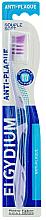 Parfémy, Parfumerie, kosmetika Zubní kartáček Anti-Plaque měkký, fialový - Elgydium Anti-Plaque Soft Toothbrush
