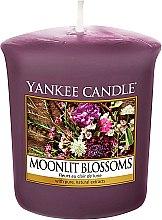 Parfémy, Parfumerie, kosmetika Vonná svíčka - Yankee Candle Moonlit Blossoms