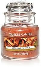 "Parfémy, Parfumerie, kosmetika Aromatická svíčka ""Tyčinky skořice"" - Yankee Candle Cinnamon Stick"