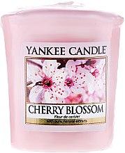 """Parfémy, Parfumerie, kosmetika Aromatická svíčka """"Kvetoucí višeň"""" - Yankee Candle Scented Votive Cherry Blossom"""