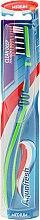 Parfémy, Parfumerie, kosmetika Zubní kartáček střední tvrdosti, zeleno-modrý - Aquafresh Clean Deep Medium