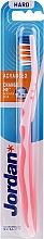 Parfémy, Parfumerie, kosmetika Zubní kartáček, tvrdý, bez ochranného krytu, růžově-oranžový - Jordan Advanced Toothbrush
